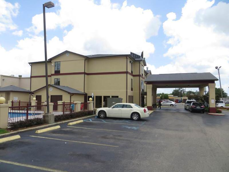 Red Roof Inn & Suites Mobile - Tillman's Corner