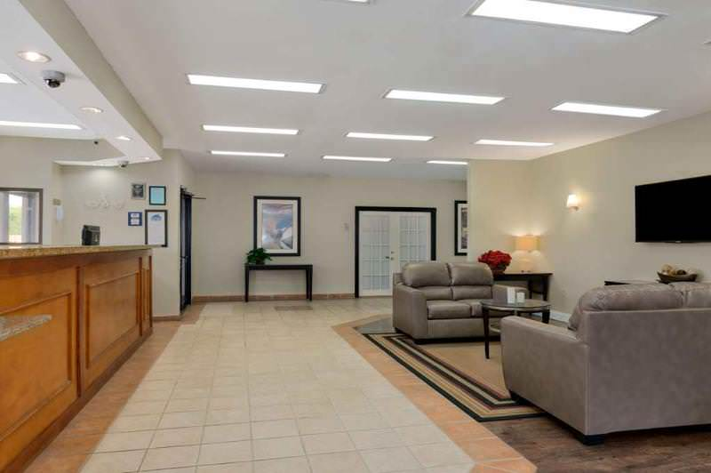 Travelodge Inn and Suites Jacksonville Airport